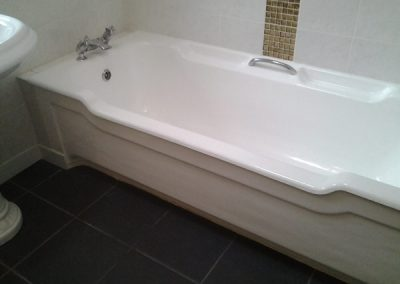 Large-bath-with-side-panel---Mannamead